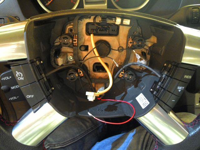 Устанавливаем кнопки круиз контроля Форд Фокус