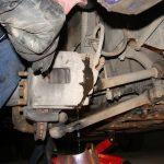 Качаем поршень, чтобы слить тормозную жидкость Форд Фокус 2