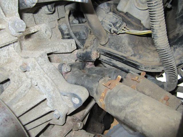 4 винта крепят термостат Форд Фьюжн