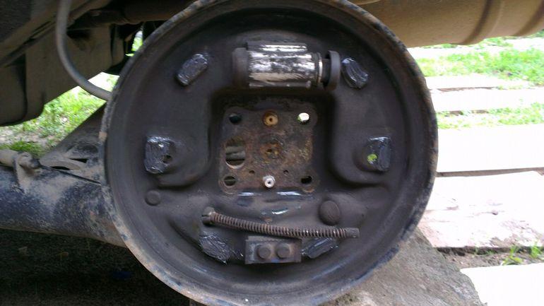 Процесс разборки механизма задних колодок Форд Фьюжн
