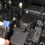 Снимаем фишку проводов Форд Фьюжн